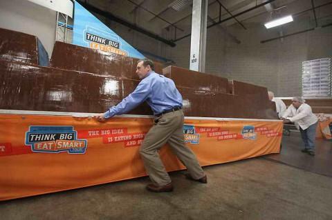 Новый рекорд. Самая большая шоколадка в мире.