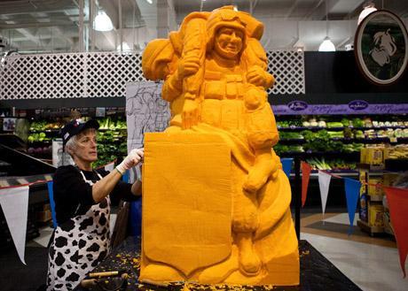 Сыр, как материал для скульптора.