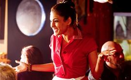 waitress_red