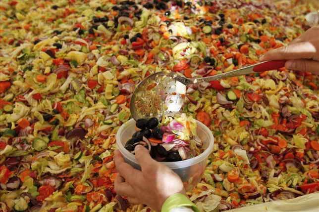 Самый большой в мире овощной салат.