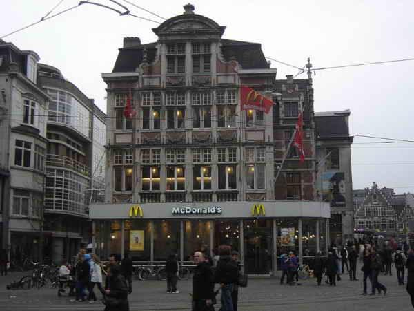 McDonalds в Патерсхоле, Гент, Бельгия.