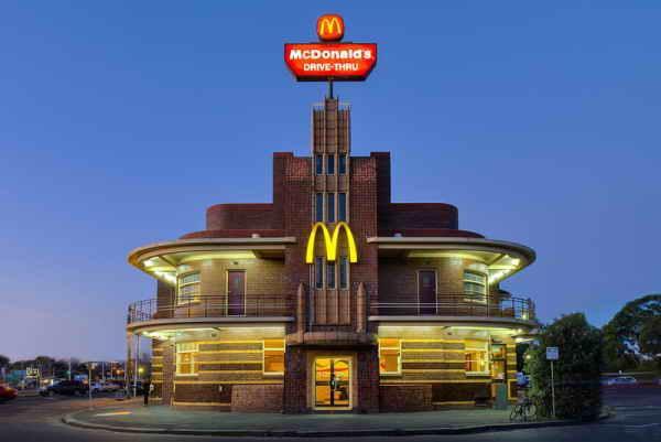 McDonalds в стиле арт-деко в Клифтон Хилл, Виктория, Австралия