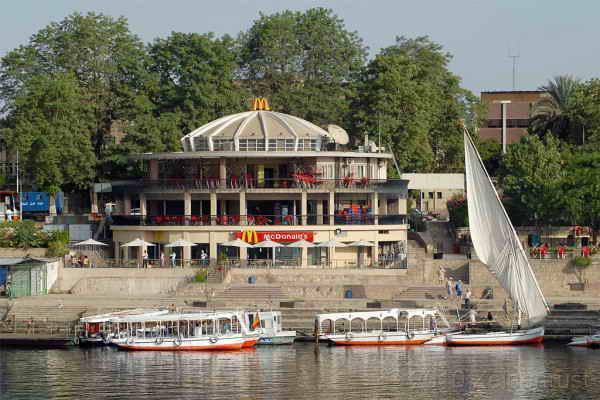 McDonalds в Асуане, Египет.