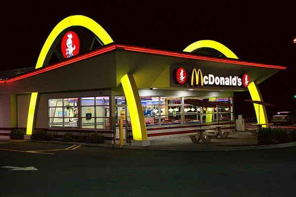 Ретро McDonalds в Фэрхейвен, Массачусетс, США.
