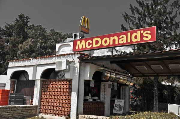 McDonalds в Охриде, Македония.