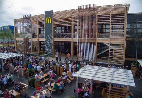 Самый большой в мире ресторан McDonalds в Лондоне.