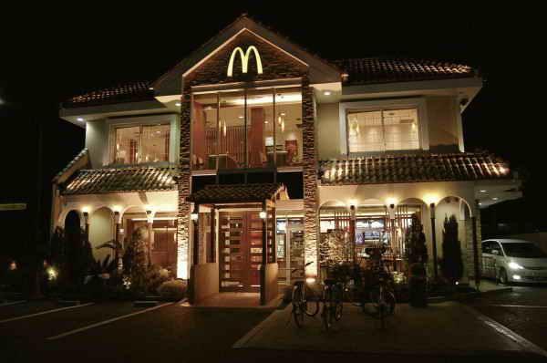 McDonalds в Хигасиоми, Сига, Япония.
