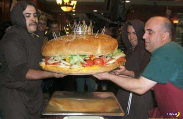 """бургер весом 47 кг под названием """"8-ое чудо света"""""""
