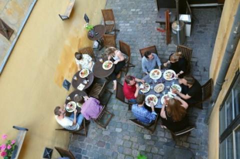 Датский ресторан предлагает клиентам блюда, приготовленные из выброшенных продуктов.