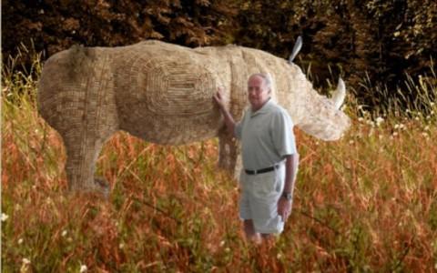 Носорог из винных пробок.